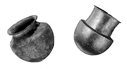 راست، بادکش مفرغی رومی متعلق به 100 تا 400 سال پیش از میلاد. چپ، بادکش مفرغی رومی دیگری که طی حفاری در سیسیل ایتالیا در ۱۹۲۶م کشف شد و اکنون در موزۀ علوم لندن نگهداری میشود.