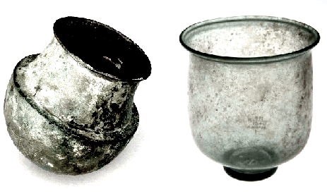 چپ، بادکش مفرغی مصری متعلق به 300 سال قبل از میلاد. راست، بادکش شیشهای رومی متعلق 450 سال پیش از میلاد. موزۀ لندن. برگرفته از Welcome Museum, London, England Ancient Cupping Vessels