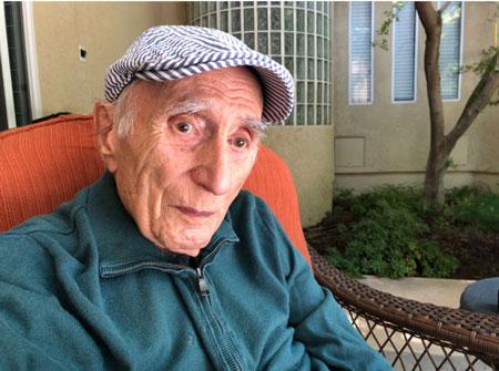 یکی از آخرین عکسهای استاد یارشاطر. عکس از مجموعۀ شخصی دکتر بهزاد فربد.